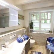 Bonde Hus Bad im 1. OG mit bodengleicher Dusche